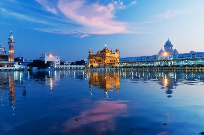 Золотой висок в вечере amt Индия стоковое фото