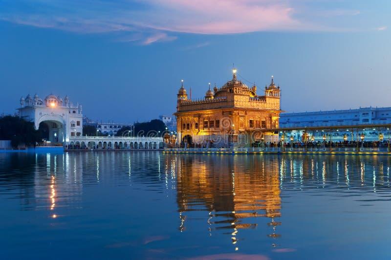 Золотой висок в вечере amt Индия стоковое изображение rf