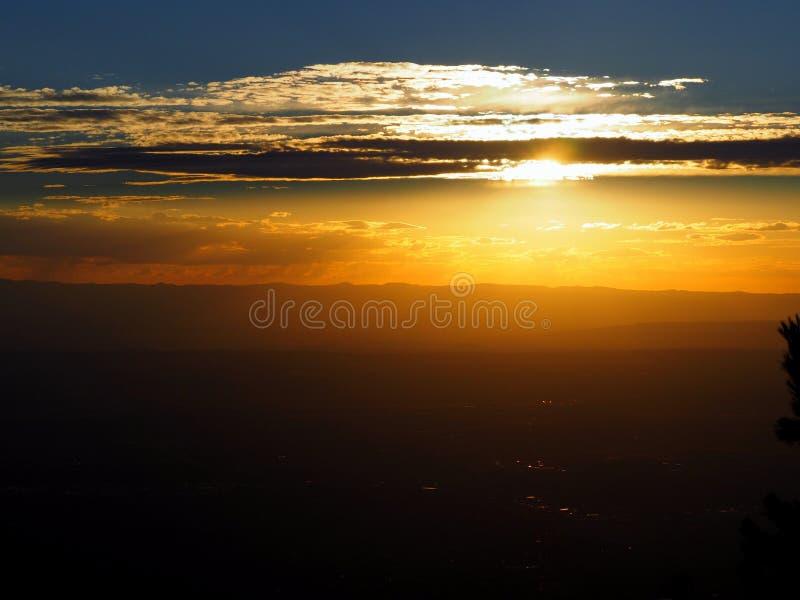 Золотой заход солнца Неш-Мексико стоковая фотография rf