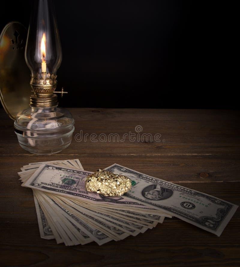 Золото на таблице стоковые фотографии rf