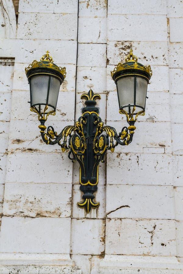 Download Золотые лампы. Дворец Аранхуэса, Мадрида, наследия Si Spain.World Стоковое Изображение - изображение насчитывающей европа, старо: 37926567