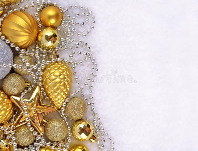 Золотые и серебряные украшения рождества стоковые изображения
