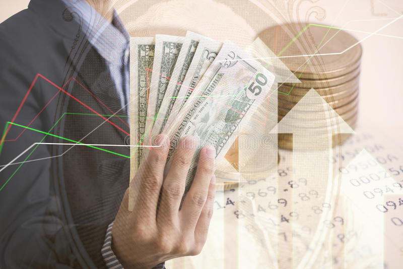 Золотые монетки деньги двойной экспозиции и экономика диаграммы стоковые изображения rf