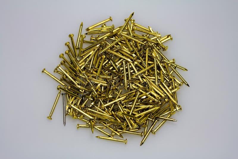 Download Золотые ногти стоковое изображение. изображение насчитывающей хобби - 33731441