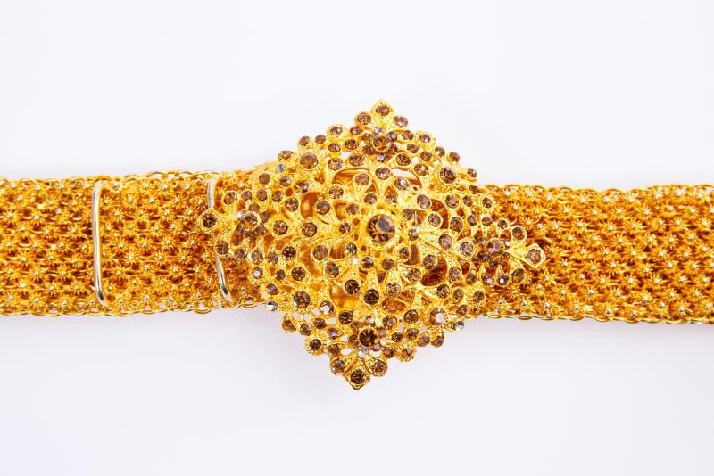Золотые пояс и пряжка на белой предпосылке стоковая фотография