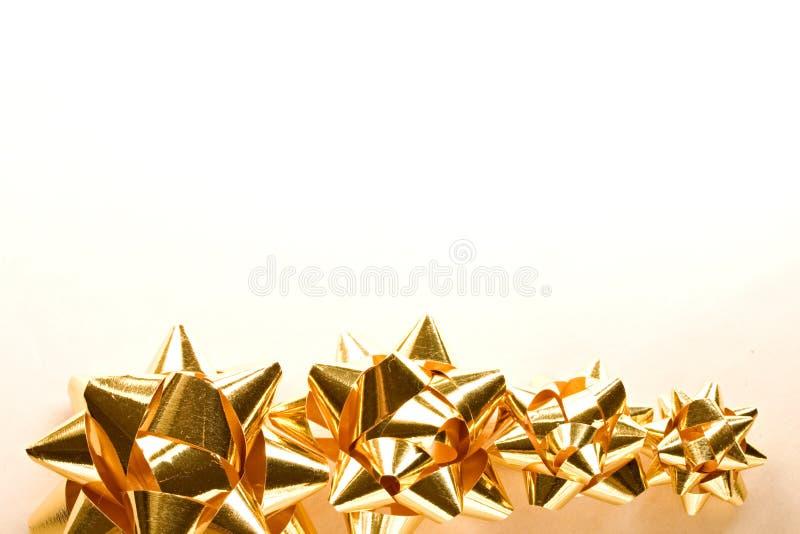 Золотые смычки рождества стоковые фото