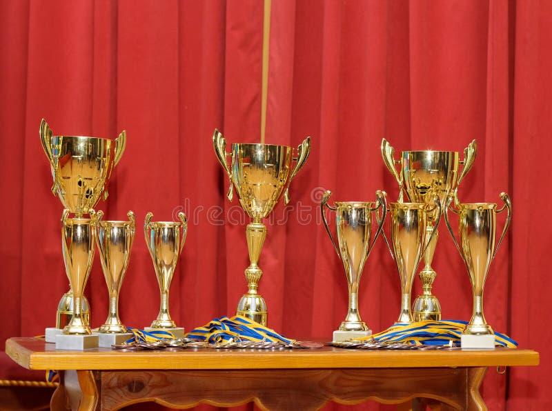 Золотые чашки награды стоковая фотография rf