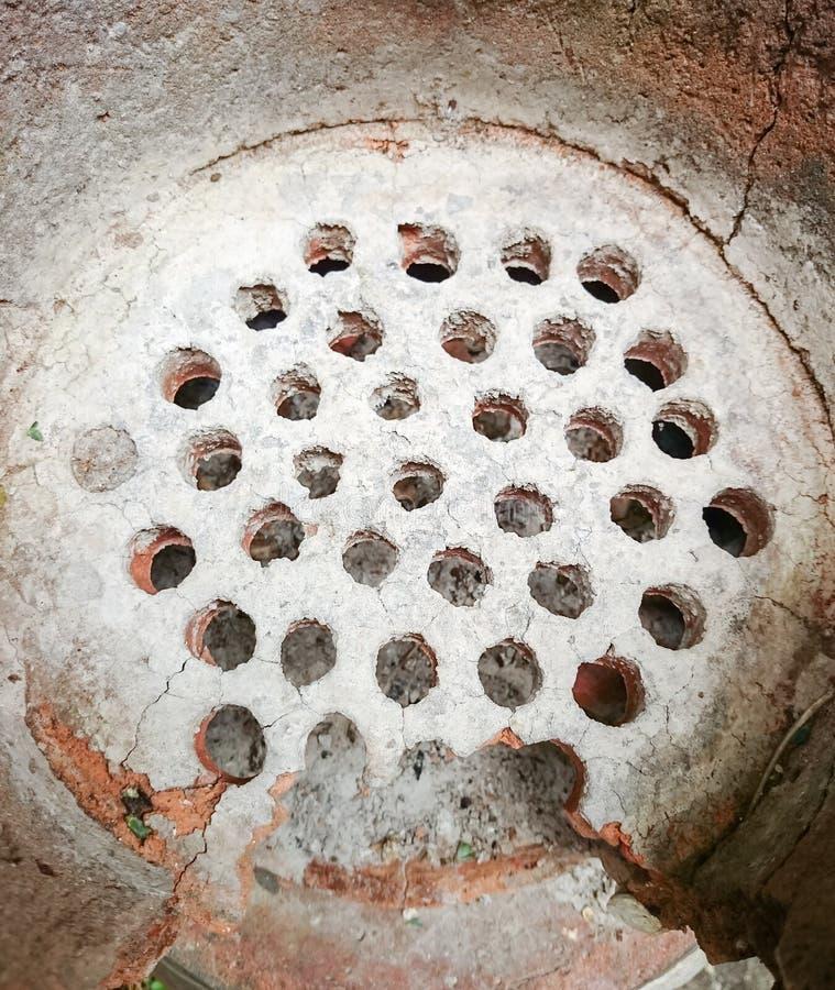 Золы покрывают на старой плите глины стоковые изображения