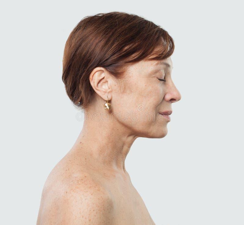 Зрелая женская сторона Лицевая обработка, косметология стоковое фото rf