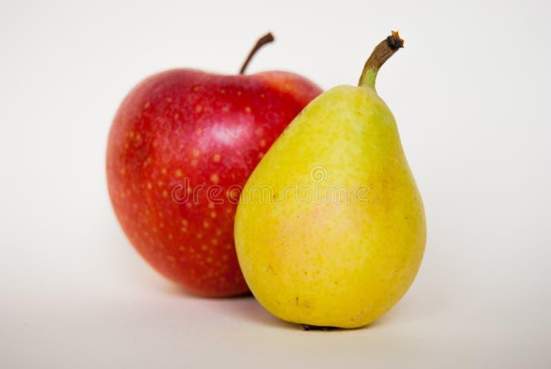 Зрелая маленькая груша с яблоком стоковое изображение