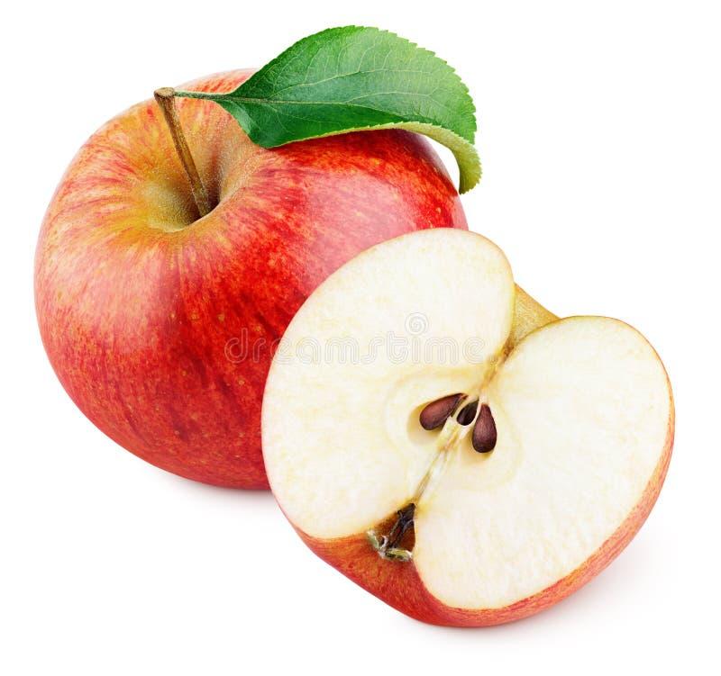 Зрелое красное яблоко при половинные и зеленые лист изолированные на белизне стоковое изображение rf