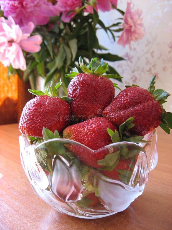 Зрелые ягоды в шаре стоковое фото rf