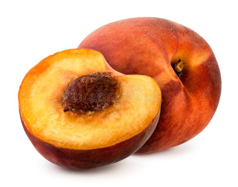 Зрелый персик и половина на белизне изолировано стоковые изображения rf