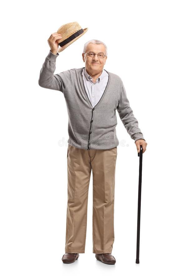 Зрелый человек поднимая его шляпу как приветствие стоковое изображение rf