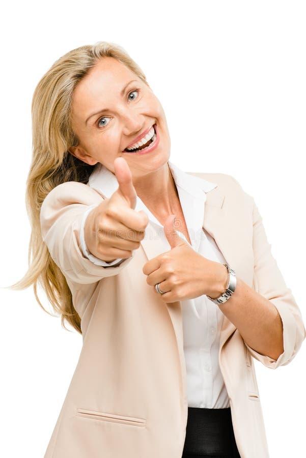 Зрелая бизнес-леди thumbs вверх по усмехаться изолированный на белом backgr стоковая фотография rf