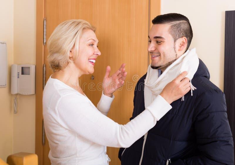 Молодой парень со зрелой женщиной