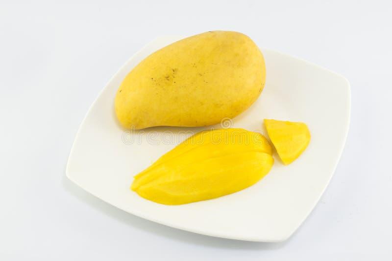 Зрелое золотое mangoe на белой предпосылке стоковое изображение rf