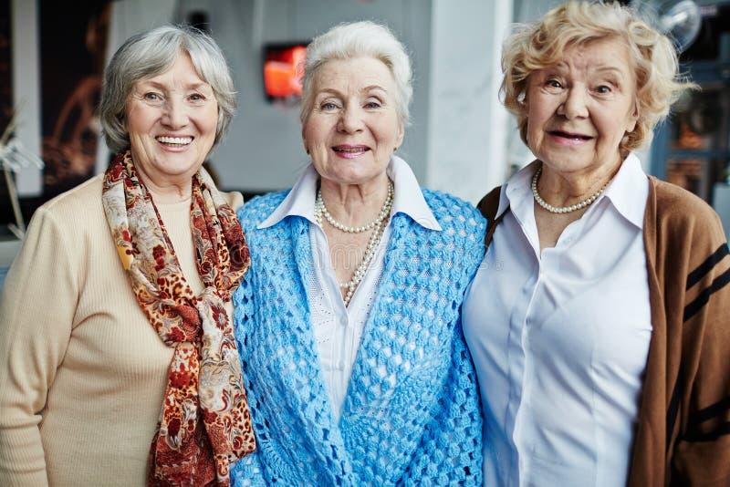 Зрелые женщины стоковые фото