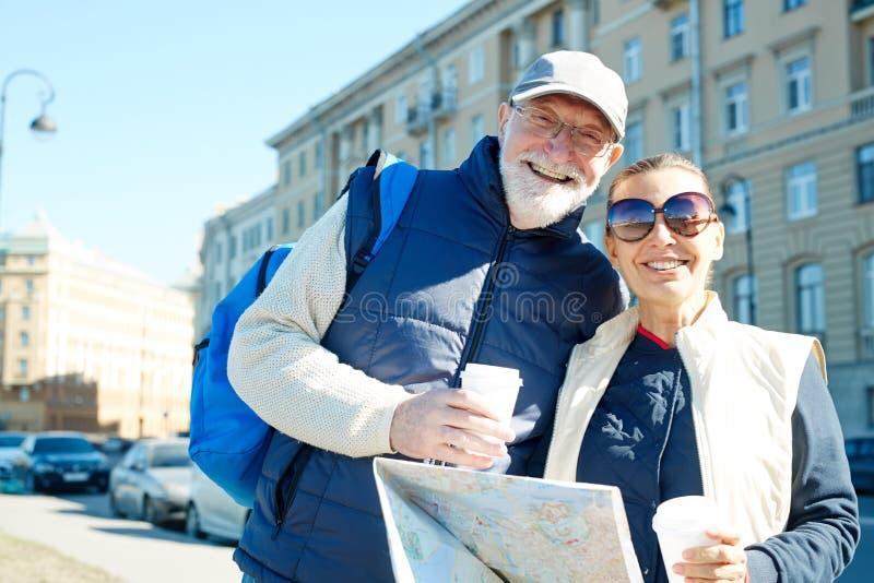 Зрелые путешественники стоковое фото