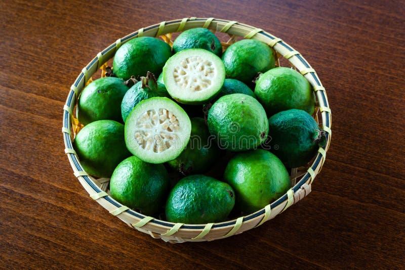 Download Зрелые Guavas на бамбуковой корзине Стоковое Фото - изображение насчитывающей витамин, идеи: 40591244