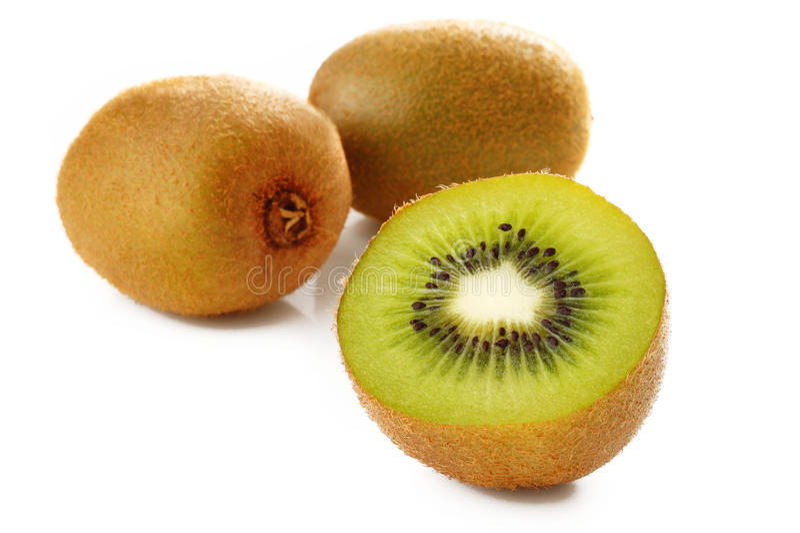 Зрелый плодоовощ кивиа на белизне стоковая фотография