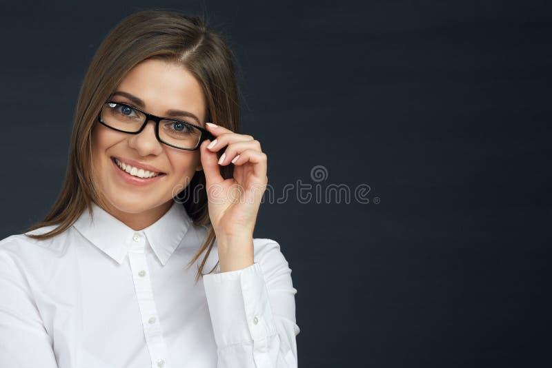 Зубастый усмехаясь портрет бизнес-леди стоковое изображение rf