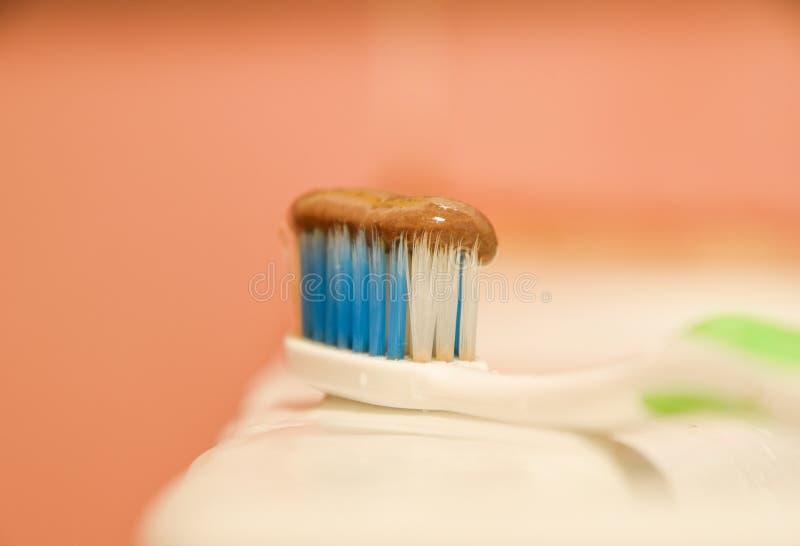 Зубная щетка и зубная паста стоковые изображения rf