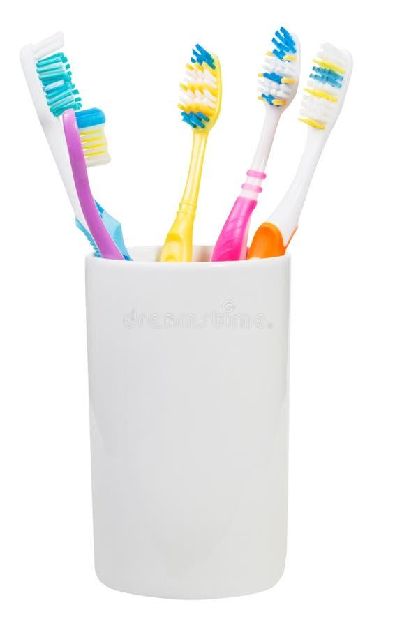 5 зубных щеток в керамическом стекле стоковые фото
