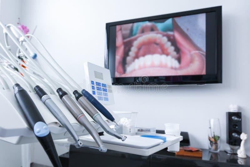 Зубоврачебные инструменты обработки стоковые изображения