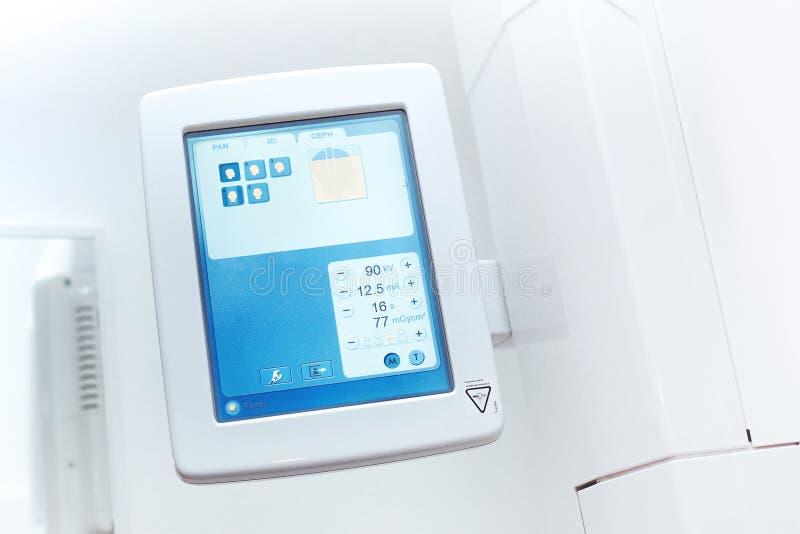 зубоврачебный экран монитора передвижного рентгеновского аппарата 3D стоковое изображение