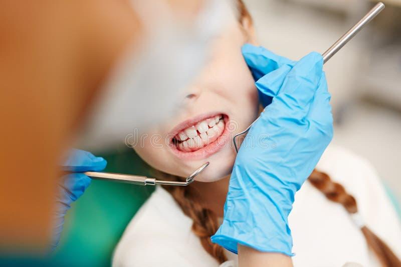 Зубы пациента стоковые изображения