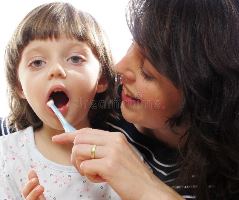 зубы чистки стоковая фотография