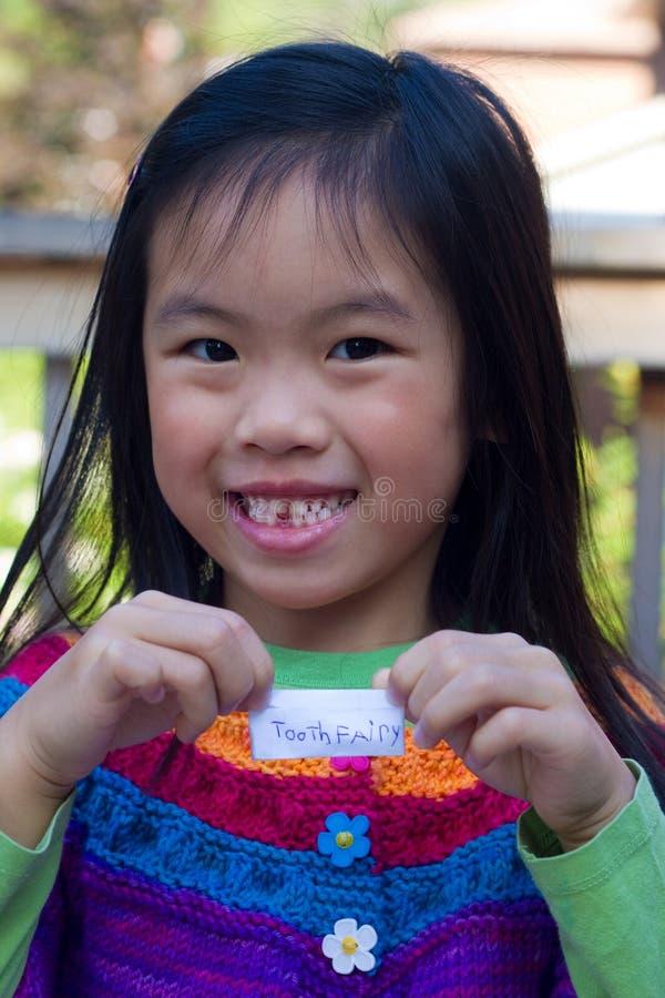 зуб девушки пропавший стоковое изображение
