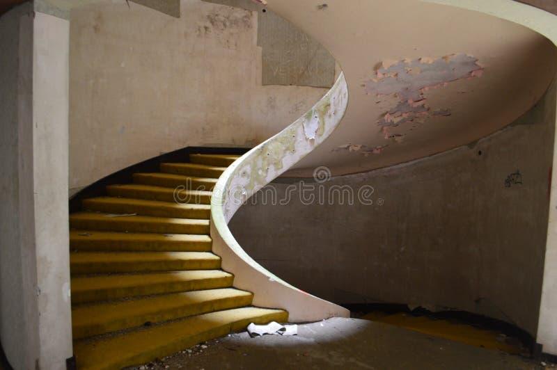 Здание лестниц старое стоковые изображения rf
