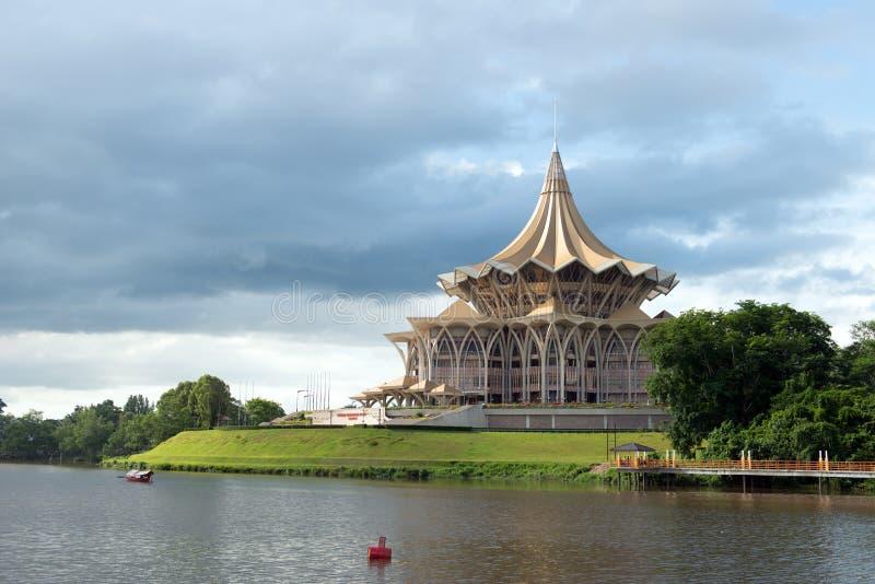 Здание законодательного собрания штата Саравака стоковые изображения rf