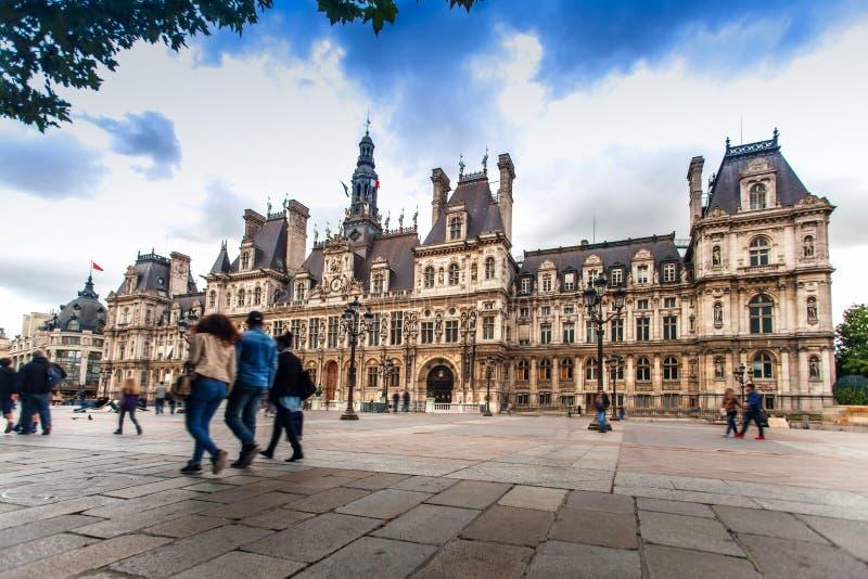 Здание здание муниципалитета Парижа стоковые изображения