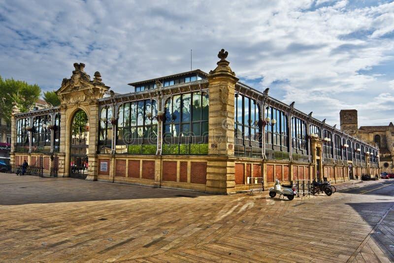 Здание известного рынка в Нарбонне стоковая фотография
