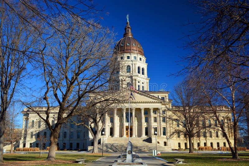 Здание капитолия положения Канзаса в зиме стоковая фотография