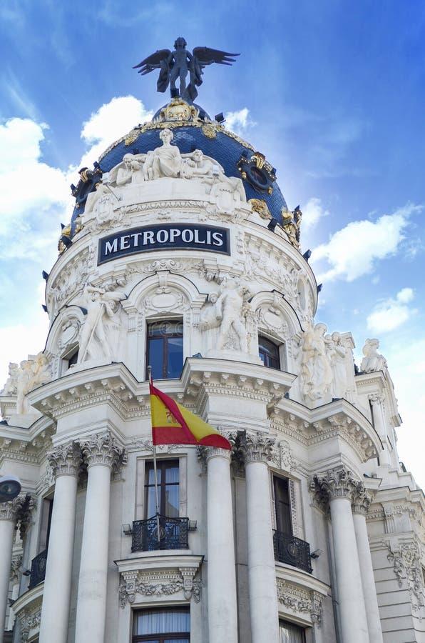 Здание метрополии, Мадрид, Испания - винтажная архитектура офиса в стиле возрождения романск стоковые изображения