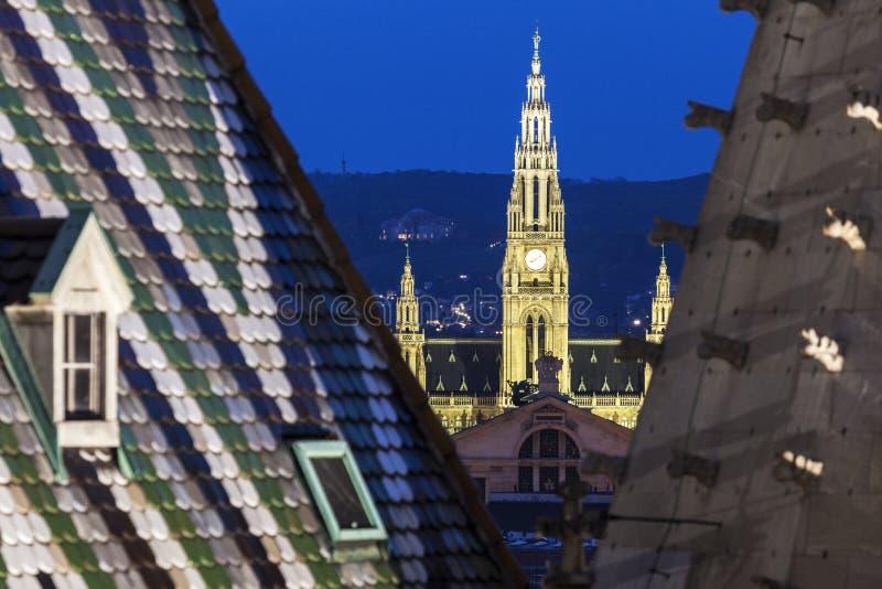Здание муниципалитет вены увиденный от собора St Stephen стоковое фото rf