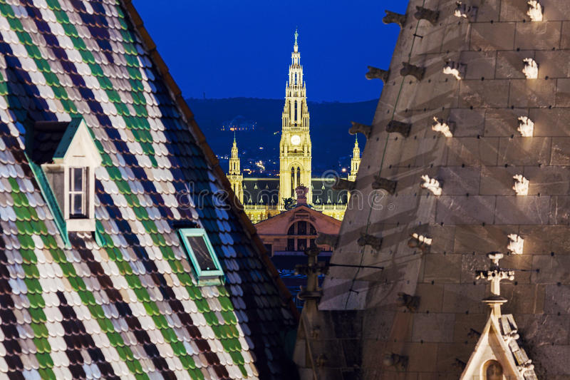 Здание муниципалитет вены увиденный от собора St Stephen стоковые фото