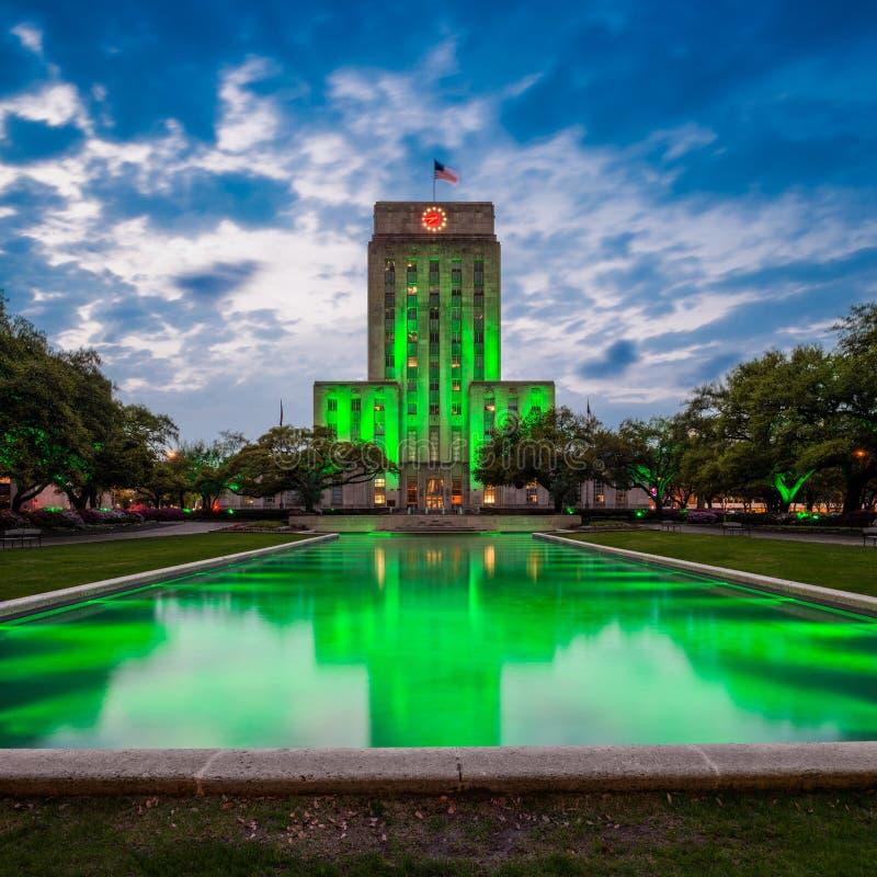 Здание муниципалитет Хьюстона Техаса на сумраке стоковое изображение