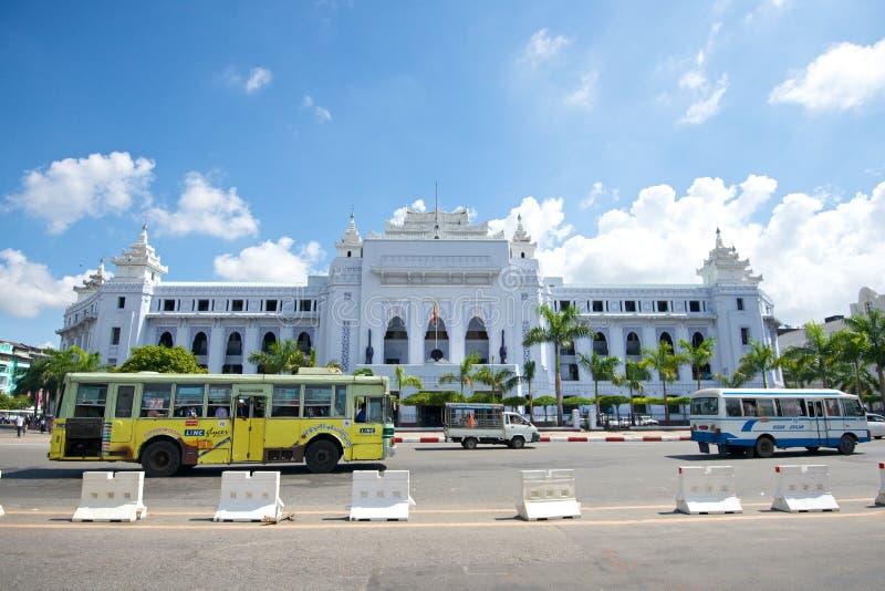 Здание муниципалитет Янгона стоковые фотографии rf