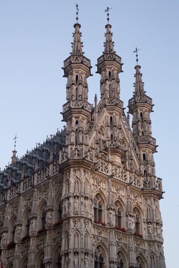 Здание муниципалитет лёвен стоковые изображения