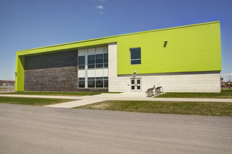 Здание начальной школы стоковые фото