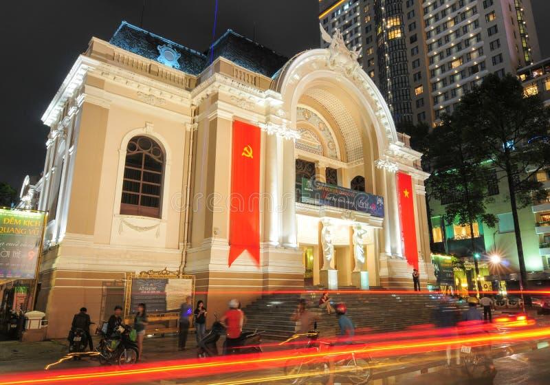 Здание оперного театра Сайгона на ноче стоковые изображения