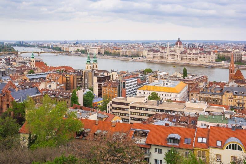 Здание парламента Венгрии, Будапешта, Будапешта загоренное на голубом небе стоковое изображение rf