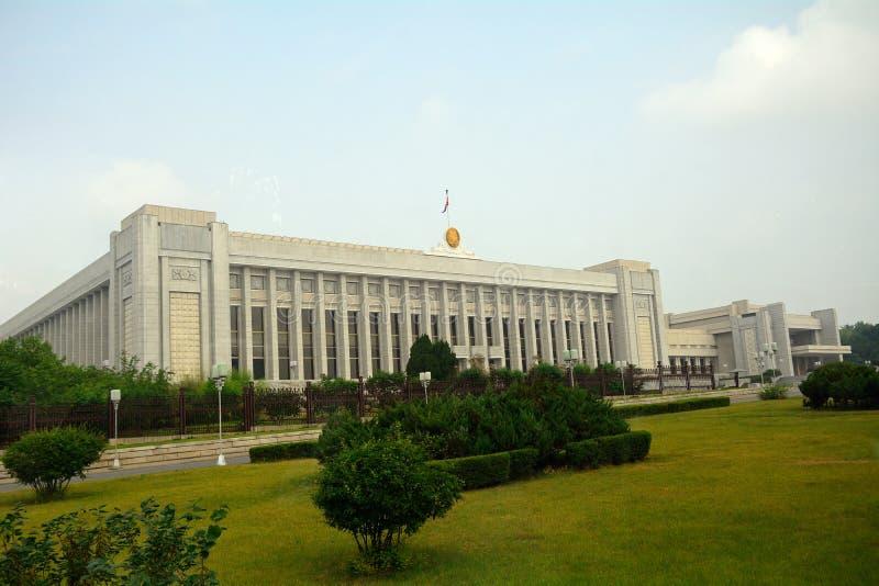 Здание парламента, Пхеньян, Северная Корея стоковые изображения