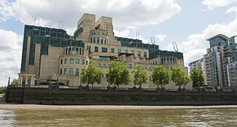 Здание секретной службы MI6, Лондон стоковая фотография