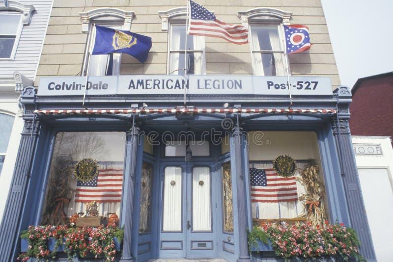 Здание столба 527 американского легиона с флагами, падениями Seneca, Нью-Йорком стоковое фото